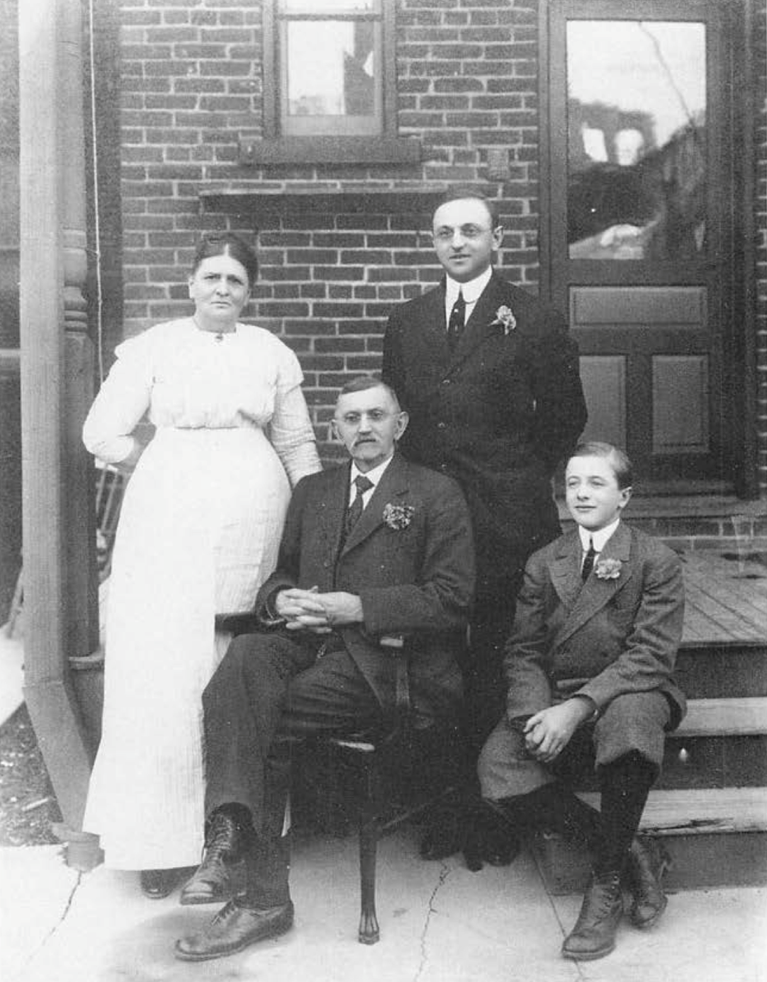 A young Frank Buchman (3rd from left) with parents Sarah and Franklin, and brother Dan. 