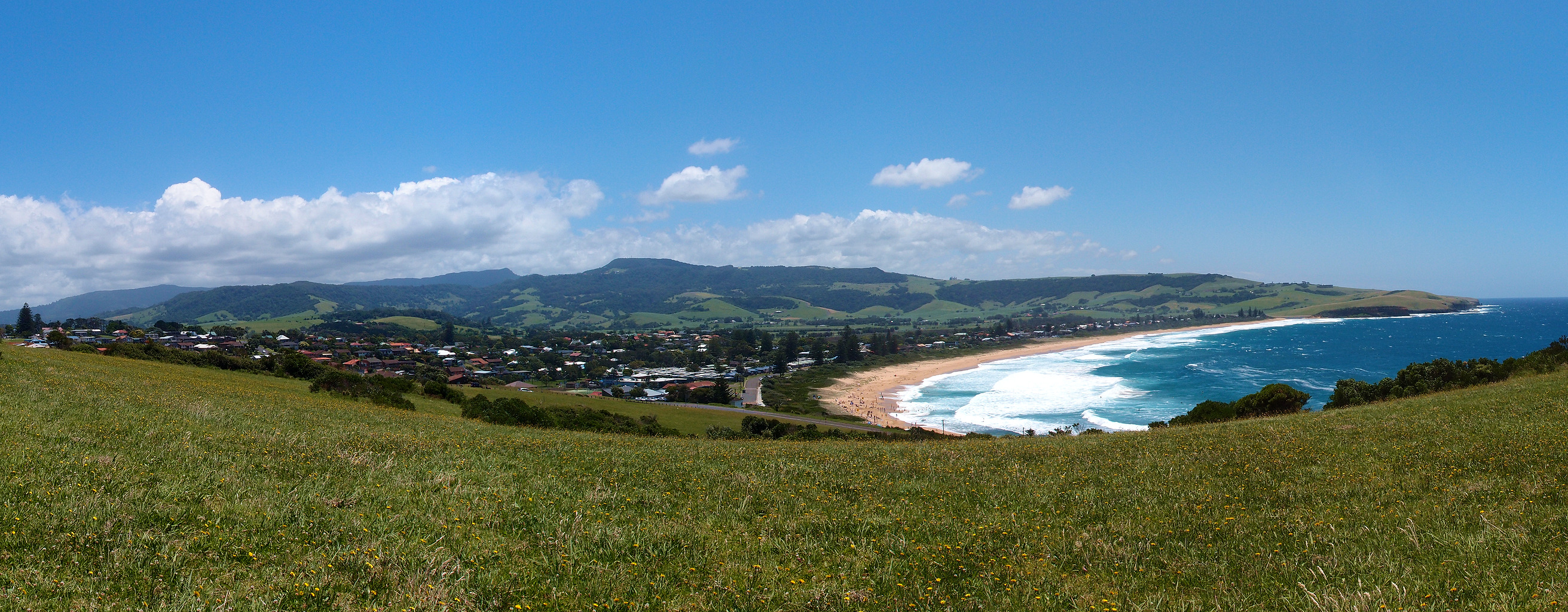 Panorama of Gerringong and Werri Beach from the Southern Headland. Image Credit: By NotTarts - Own work, CC BY-SA 3.0, https://commons.wikimedia.org/w/index.php?curid=17878912